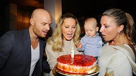Simona s manželem, sestrou a ročním synem Maxem