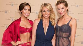 Britney Spears na přehlídce spodního prádla z vlastní kolekce