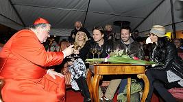 Kuchařová oslavovala s kardinálem Dukou.