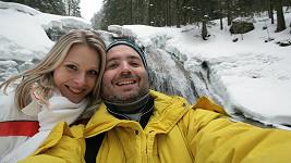 Ondřej se svou krásnou přítelkyní Alenou na dovolené v Harrachově.