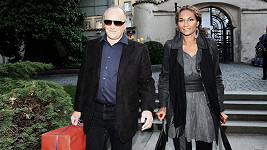 Exministr kultury Michael Kocáb s partnerkou Lejlou Abbasovou.
