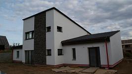 Tenhle dům naprosto vyhovuje představám Ilony Csákové o ideálním bydlení.