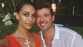 Robin Thicke se snoubenkou April Love Geary