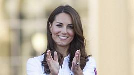 Kate Middleton po dlouhé době v kalhotách.