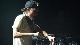 DJ Avicii spáchal sebevraždu.
