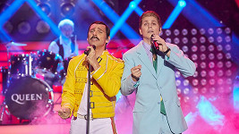 Roman Vojtek a David Gránský jako David Bowie a Freddie Mercury
