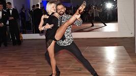 Start nové taneční školy otevřeli Marek s Terezou společnou rumbou.