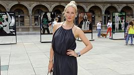 Simona Krainová bude brzy potřebovat zbrojní pas nejen na svou krásu.