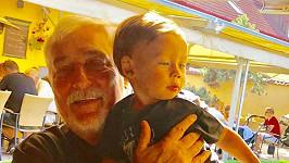 Jan Rosák s nejmladším vnukem Ryanem