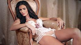 Rumunská modelka a miss Diana Dinu narazila do koňského povozu plného lidí.
