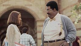 Jada Pinkett Smith a Eddie Murphy v komedii Zamilovaný profesor