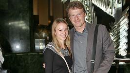 Petr Batěk vedle nové přítelkyně září štěstím.