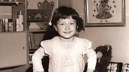 Poznáte tuhle rozkošnou copatou holčičku?