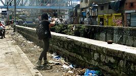 Pepa Bolan v indickém slumu