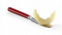 Nepříliš ostrý nůž na máslo se měl stát operačním nástrojem.
