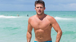 Scott Eastwood v Miami