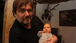 Roman Horký poprvé ukázal svého syna Maxe veřejnosti