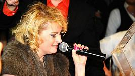 Iveta Bartošová nás zase oblažila svým falešným zpěvem.