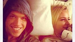 David s cizí ženou v cizí posteli.