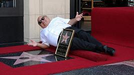 Herec Danny DeVito se dočkal, má svou hvězdu v Los Angeles na Chodníku slávy.