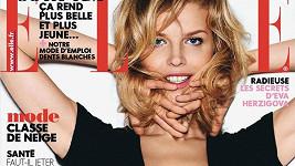 Eva Herzigová ještě modeling nepověsila na hřebík.
