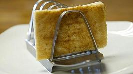 Takto vypadá 31 let starý toast, který princ Charles v den své svatby s princeznou Dianou nesnědl.