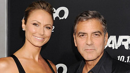 Geroge Clooney se Stacey randil dva roky.
