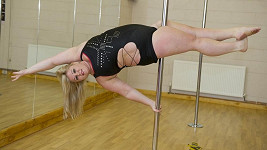 Emma Haslam dokáže to samé, co o polovinu lehčí tanečnice.