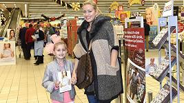 Tereza s dcerou Emilkou se zapojili do Národní potravinové sbírky.