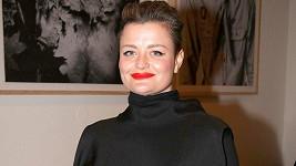 Erika Stárková schovala své přednosti do černých šatů.