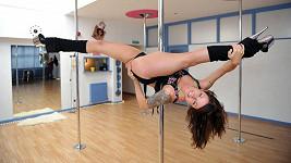 Emma Nicholson tancuje u tyče už sedm let.