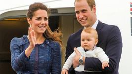 Princi Georgovi prý pod stromečkem udělaly radost i menší dárky.
