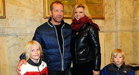 Dabid Koller s manželkou Sylvou a dětmi.