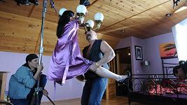 Eva Čížkovská a Pavel Pásek při natáčení erotické scény.
