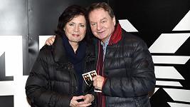 Petr Jančařík s manželkou, doufají, že jejich syn Michal bude zas chodit.