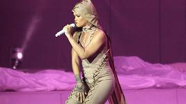 Rihanna a její šněrovací catsuit