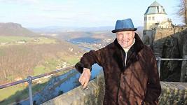 Karel Gott se slušivým kloboučkem