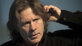 Bruce Dickinson z Iron Maiden uvedl, že za jeho rakovinou stojí virus HPV.