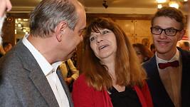 Miroslav Táborský s manželkou a synem na premiéře filmu Bezva ženská na krku