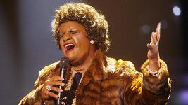 Vystoupení v převleku Arethy Franklin dojalo některé až k slzám.