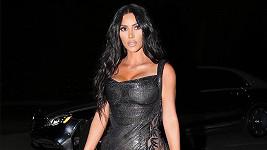 Kim Kardashian si vyrazila v sexy outfitu.