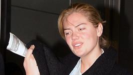Modelka letěla z New Yorku do Los Angeles.