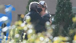 Herec Alec Baldwin a manžel zastřelené kameramanky Halyny Hutchins Matthew Hutchins