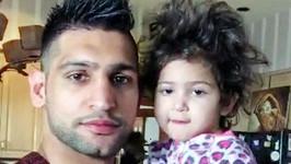 Amir Khan se svou dcerou Lamaisah.