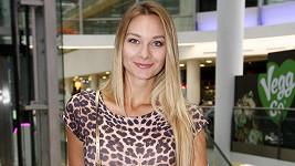 Bára Mottlová na filmové premiéře bez partnera.