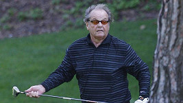 Jack Nicholson běhal po hřišti jako mladík.