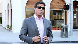 Elegán Sylvester Stallone je pořád štramák.