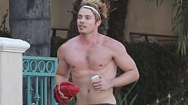 Josh Henderson si šel zaběhat po West Hollywoodu pěkně na lehko...