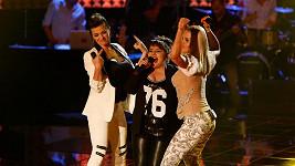 Marta poutala na výstřih, Dara zase na zadek. Top s poměrně velkým výstřihem svolila obléknout také finalistka Andrea Holá.