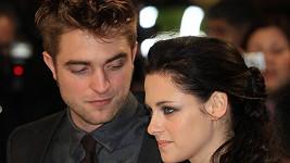 Kristen Stewart a Robert Pattinson k sobě mají stále blízko.
